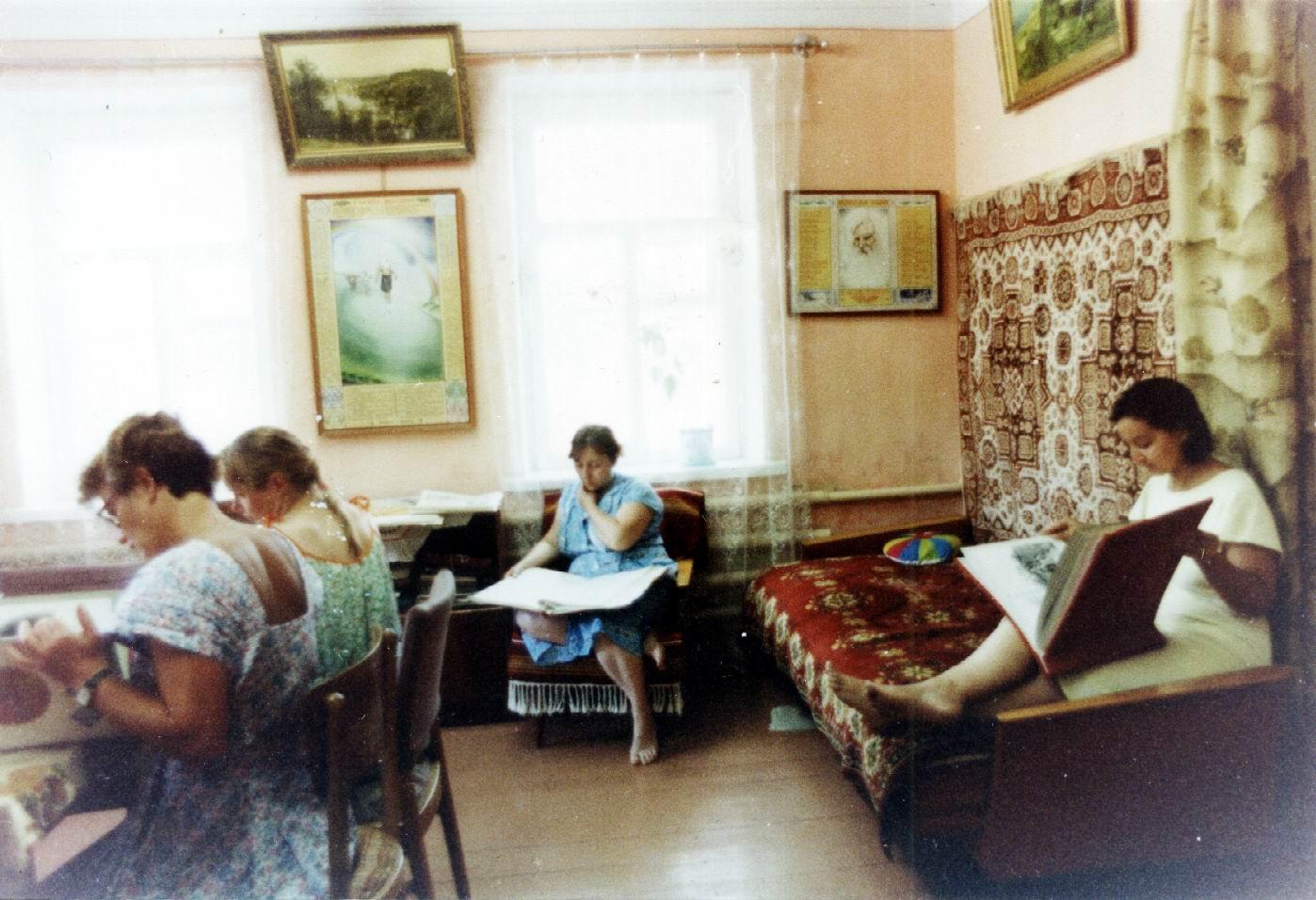 дом5 зал с диваном.jpg