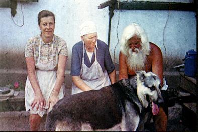 С собакой на лавке (цв.).jpg
